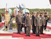 بالفيديو.. وزير الدفاع يصافح القادة السابقين بالقوات المسلحة فى يوم الشهيد
