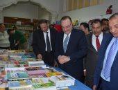 محافظ بنى سويف ورئيس الجامعة يفتتحان معرض الكتاب