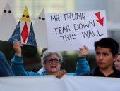 صور.. تظاهرات فى كاليفورنيا للتنديد بزيارة ترامب المرتقبة