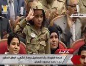 ابنة شهيد تؤدى التحية العسكرية لوالدها.. وزوجته: كان حلم اتمنيته (فيديو)