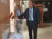 خالد حنفى يدلى بصوته فى الانتخابات الرئاسية بسفارة مصر ببيروت