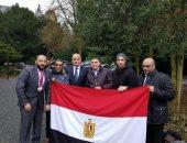 آلاف الناخبين يتوافدون على مقر سفارة مصر بالكويت بعد انتهاء أعمالهم الرسمية