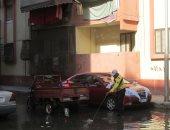 صور.. المياه تغمر منطقة زمزم بحى الضواحى فى بورسعيد بسبب كسر ماسورة مياه