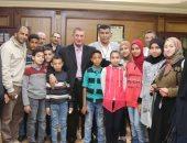 صور.. تلاميذ مدرسة بكفر الشيخ يتبرعون بمصروفهم لاستكمال مركز الأورام