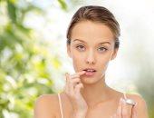 الجفاف وتشققات الشفاه أشهرهم.. كيف تتعامل مع مشاكل الفم فى الشتاء؟