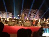 صور.. وزيرة الثقافة ومحافظ الأقصر يشهدان حفلاً فنيًا بساحة الكرنك