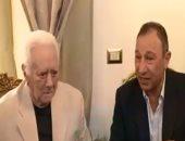 شاهد.. تكريم الخطيب لـ ميمى عبد الحميد وإهدائه درع الأهلى