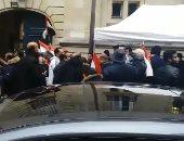 """فيديو.. المصريون بفرنسا يدلون بأصواتهم على أنغام """"يا حبيبتى يا مصر"""""""