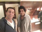 أول صور للكينج محمد منير قبل حفله بمعبد الكرنك
