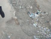 صور.. قارئ يشكو من وجود حفرة كبيرة بمحطة قطار قرية وروره مركز بنها