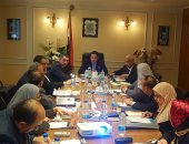 """وزير قطاع الأعمال يلتقى رؤساء الشركات التابعة لـ""""القابضة للأدوية"""""""
