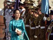 """صور.. """"رغم الانتقادات الدولية"""" مسئولو أستراليا يستقبلون زعيمة ميانمار بحفاوة"""