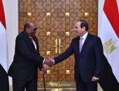 السيسي يلتقى البشير فى بكين ويشيد بالتطورات الإيجابية بعلاقات مصر والسودان