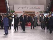 فيديو.. البشير يغادر القاهرة بعد زيارة سريعة التقى خلالها بالرئيس السيسى