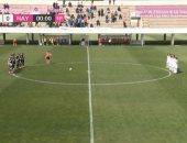 صور.. حكم ترفض وقوف اللاعبات دقيقة حداد فى مباراة للسيدات بإسبانيا