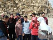 حقهم يعرفوا تاريخهم.. صور.. طلاب مكفوفون يزورون الأهرام والقلعة
