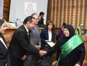 جامعة القاهرة تحتفل بعيد الأم وتكرم عدداً من الأمهات المثاليات