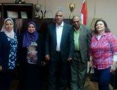 صور.. رئيس الصرف الصحى بالقاهرة يشدد على ضرورة ارتداء العاملين وسائل الحماية