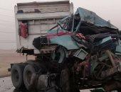 صور.. مصرع شخص وإصابة اثنين آخرين فى انقلاب سيارة نقل بالسويس