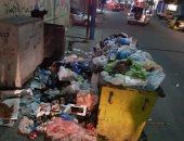 صور.. تراكم القمامة أمام مدرسة فى شارع بورسعيد بالإسكندرية ومطالب بتطهير المكان