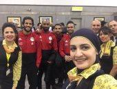 صور .. تعرف على الهدية التذكارية من لاعبى المنتخب للعاملين بمصر للطيران