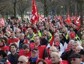 صور.. النقابات العمالية الفرنسية تتظاهر احتجاجا على خطة إصلاح الحكومة