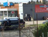 صور.. الشرطة الفرنسية تنفذ عملية أمنية لتحرير الرهائن المحتجزين فى متجر
