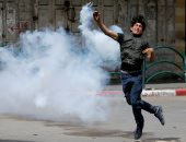 صور.. اشتباكات عنيفة بين قوات الاحتلال الإسرائيلى ومحتجين فلسطينيين فى غزة