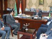 محافظ المنيا يبحث مع معاون وزير الإتصالات ميكنة خدمات المواطنين