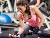 """4 فوائد صحية لتمرين """"الدمبلز"""".. منها زيادة كثافة العظام وتقويتها"""
