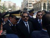 صور.. مدير أمن الإسكندرية يصل الجنازة العسكرية لشهيدى حادث محاولة الاغتيال
