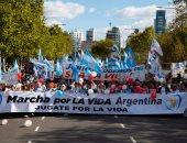 صور.. مظاهرات ضخمة فى الأرجنتين ضد قانون إلغاء تجريم الإجهاض