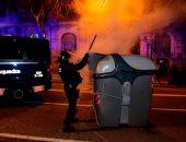 صور.. تجدد الاشتباكات بين كتالونيين والشرطة الإسبانية فى برشلونة