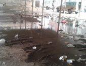 صور.. غرق موقف سيارات الأجرة بميت غمر فى مياه الصرف الصحى
