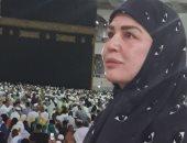 إلهام شاهين تهدى والدتها عمرة: أدعو الله أن يقبل هديتى لكِ