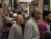 صور.. طوابير المواطنين أمام لجنة فى قرية كفر المرازقة بكفر الشيخ