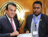 وزير التعليم العالى يكرم الأفارقة المشاركين بدورة مركز بحوث وتطوير الفلزات