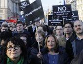 """صور.. تظاهرة ضد زعيم حزب العمال البريطانى بلندن لوصفه """"حزب الله"""" بالأصدقاء"""