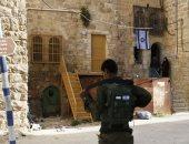 مستوطنون يرشقون سيارت الفلسطينيين  بالحجارة جنوب الخليل