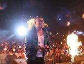 """صور.. تفاصيل حفل عمرو دياب بالجامعة الأمريكية..و""""أنا إيه فى حياتك"""" أحدث أغانيه"""
