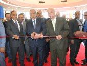 """وزير التجارة والصناعة ومحافظ القاهرة يفتتحان معرض """"إندورز"""" للأثاث والديكور"""