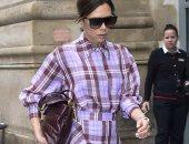 صور... فيكتوريا بيكهام تستوحى فستانها من الـ  laundry bag