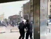 فيديو.. الأمن الإيرانى يطلق النار وقنابل الغاز على مظاهرة فى انتفاضة الأحواز