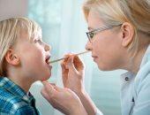 تعرفي على أعراض إصابة طفلك بالتهاب اللوزتين