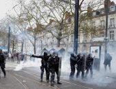 انفجار قنبلة يدوية فى يد متظاهر خلال اشتباكات مع الشرطة الفرنسية