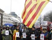 فيديو.. الاعتداء على صحفى فى برشلونة أثناء تغطيته المظاهرات وأعمال التخريب