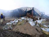 صور.. النيران تلتهم 50 طنا من المساعدات فى حريق 4 مخازن للأغذية باليمن
