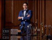 أبو هشيمة معلقا على صورة مع جوائز حصل عليها بمسيرته العملية: فخور بما حققته