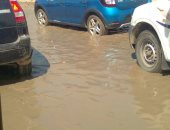 شكوى من ماسورة مياه مكسورة بشارع جسر السويس