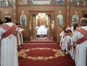 آلاف الأقباط يتوافدون على كنائس بورسعيد لأداء قداس أحد الشعانين.. صور وفيديو